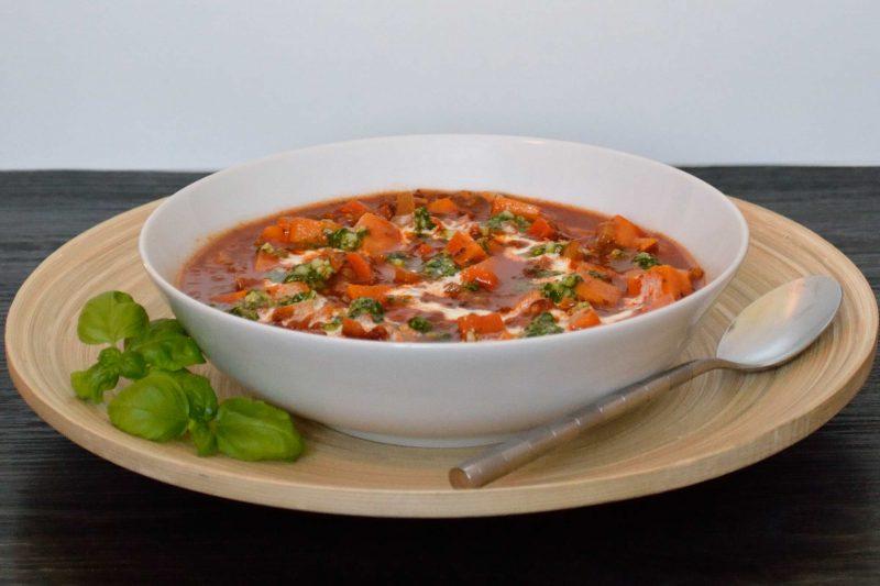 Italiaanse tomatensoep met linzen en zoete aardappel
