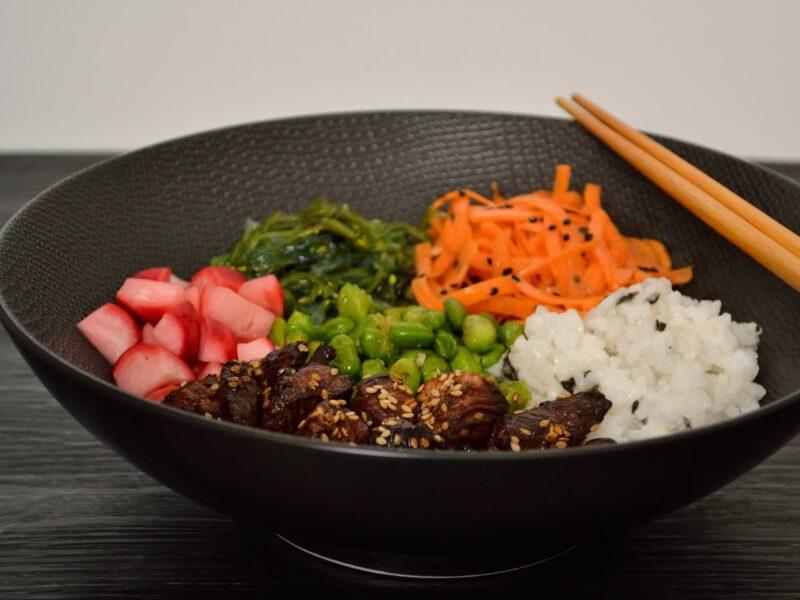 Japanse pokebowl met kip
